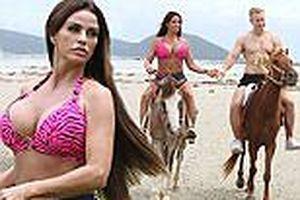 Mỹ nhân thích 'thả rông' khoe ngực khủng, cưỡi ngựa cùng tình trẻ