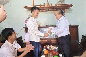 Chủ tịch huyện đến tận nhà động viên thủ khoa khối B xứ Thanh