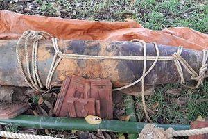 Nghệ An: Đi làm đồng, người dân phát hiện quả bom nặng 1 tấn