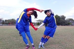 Tuyển nữ Việt Nam vui nhộn trên sân tập trước trận gặp Nhật Bản