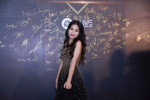 Hòa Minzy diện đầm ánh kim lấp lánh tại sự kiện thi tài năng của giới trẻ