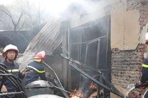 Cận cảnh vụ cháy xưởng sơn kinh hoàng ở Hoài Đức, Hà Nội