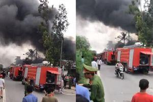 Cháy lớn tại xưởng làm sơn, khói đen bốc cao hàng chục mét