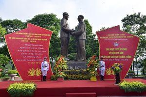 Đoàn đại biểu TP Hà Nội dâng hoa tưởng niệm Chủ tịch Tôn Đức Thắng.