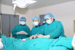 Hẹp 90% động mạch cảnh, nam bệnh nhân 60 tuổi nguy kịch