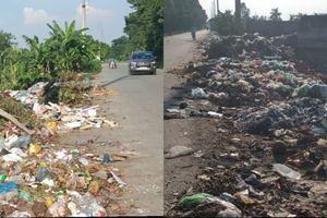 Rác thải ngập đường Tỉnh lộ 420 đoạn qua huyện Thạch Thất