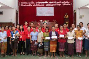 Chữ thập đỏ Hà Nội chia sẻ khó khăn với người dân Sangthong (Lào)