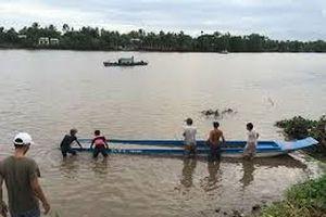 Đò hết đăng kiểm chở 10 khách gây chết người ở Cà Mau