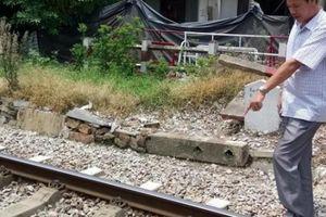 Xe khách mắc kẹt ở đường tàu: Lời kể bàng hoàng của người gác chắn
