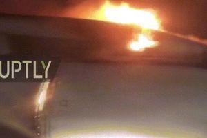 Kinh dị cảnh máy bay Nga bốc cháy 'hừng hực' sau khi cất cánh