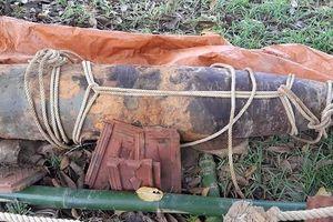 Nghệ An: Phát hiện bom 'khủng' nặng 1 tấn, dài 1,8m