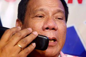 Ông Duterte muốn đổi điện thoại 'cùi' vì sợ CIA nghe lén