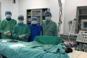 Kỳ diệu ca đặt stent cứu sống cháu bé 1 ngày tuổi