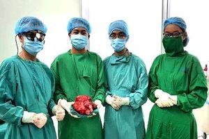 Thường xuyên bị ói sau khi ăn, người đàn ông bất ngờ phát hiện khối u 2,5kg