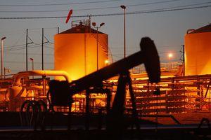 Giá dầu tăng không ngừng qua các phiên