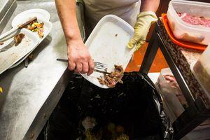 Mỗi giây trôi đi thế giới vứt bỏ 66 tấn thực phẩm