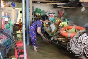 Người dân Nghệ An khốn khổ sống trong cảnh nước ngập dù trời nắng to
