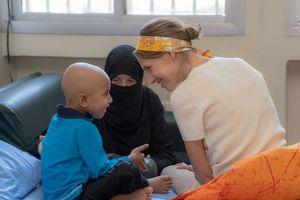 Xúc động hình ảnh phu nhân Tổng thống Syria thăm bệnh nhi ung thư