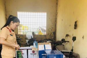Thanh Hóa: Bắt giữ xe tải vận chuyển hơn 500 chai rượu ngoại lậu