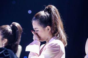 Hoàng Thùy Linh bật khóc khi nhớ về quãng thời gian sóng gió