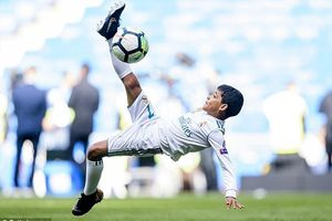 Cristiano Ronaldo muốn con trai nối nghiệp bóng đá