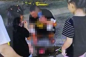 Người đàn ông Trung Quốc tự cắt tay để không phải mua ôtô cho bạn gái