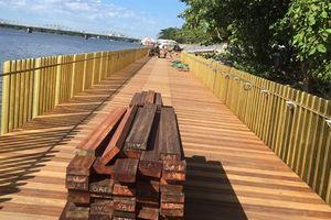 Đường gỗ lim bên sông Hương bị nứt: Lựa chọn bắt buộc