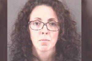 Nữ giáo viên Mỹ bị bắt vì hẹn hò và quan hệ tình dục với học sinh