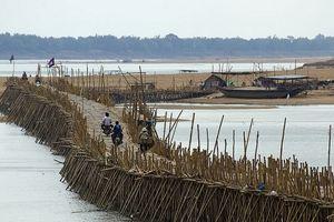 Khám phá cầu tre mỗi năm dựng một lần ở Campuchia