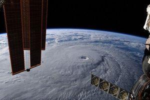 Clip: Ngắm nhìn toàn cảnh bão Lane từ ngoài vũ trụ