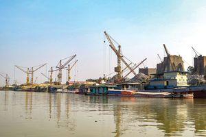Tranh cãi để chính quyền xã cấp phép cảng, bến thủy