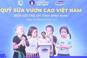 Trao thêm 64.000 ly sữa cho trẻ em Bình Định