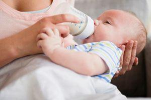 7 nguyên nhân trẻ sơ sinh biếng bú giúp mẹ xử lý đúng cách