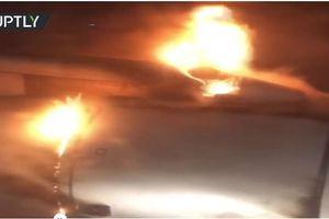 Kinh hoàng nhìn cảnh máy bay chở hơn 200 hành khách bốc cháy dữ dội sau khi cất cánh