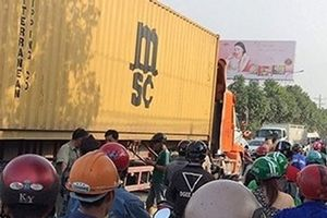 Truy tìm tài xế container gây tai nạn chết người