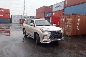 Lexus LX570 độ 4 chỗ giá gần 11 tỷ đồng tại Việt Nam