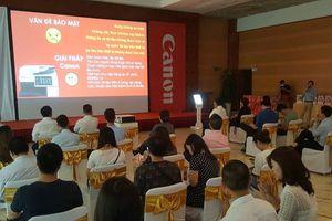 Canon trình diễn máy chiếu kích thước khổng lồ 600inch tại Hà Nội