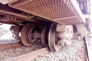 Tàu hỏa trật bánh khi vào ga Vĩnh Hảo