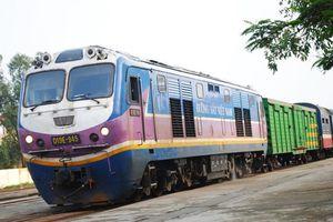 Tàu SE7 trật đường ray tại Ninh Thuận