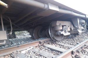 Tàu SE7 trật bánh khỏi đường ray ở Bình Thuận, đường sắt bắc nam tê liệt