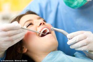 Dùng hạt nano oxit hafni đánh tan cao răng