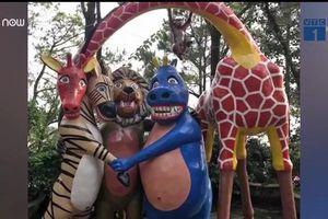 Tượng thần Hy Lạp, nhân vật hoạt hình trong công viên khiến dân mạng cười ngất