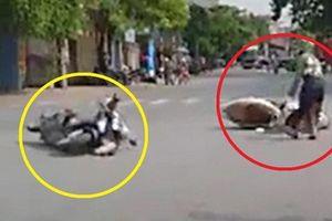 Hai nữ ninja đi đường không quan sát rồi đâm nhau khiến cả 2 ngã lăn ra giữa đường