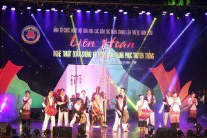 Ngày hội văn hóa các dân tộc miền Trung lần thứ 3: Trình diễn trang phục truyền thống