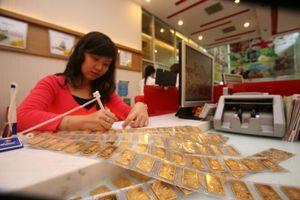 Nhà đầu tư bán vàng khi giá tăng