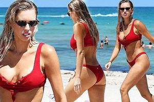 Vợ kình ngư lừng danh Ryan Lochte nóng bỏng ở Miami