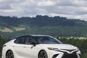 Toyota Camry 2019 'lột xác' ngoạn mục, hé lộ giá bán mới nhất