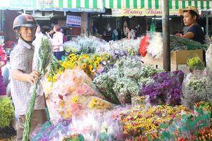 Đồ chay, hoa quả tăng nhẹ, vàng mã 'ế' khách trong ngày rằm tháng bảy