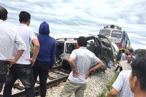 Ra nghĩa trang thắp hương ngày rằm tháng bảy, 4 người đi ô tô bị tàu hỏa tông thương vong