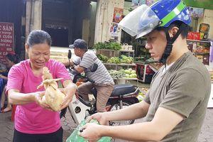 Chợ Hà Nội rộn ràng trong ngày Rằm tháng Bảy